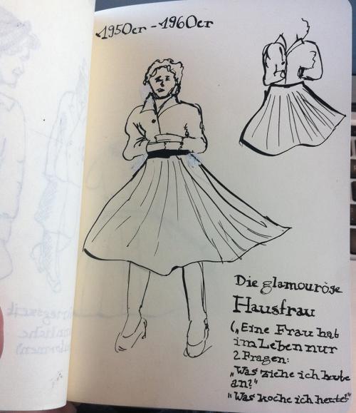 Kleid zur Zeit der 1950er bis 1960er Jahre (Tusche und Feder)